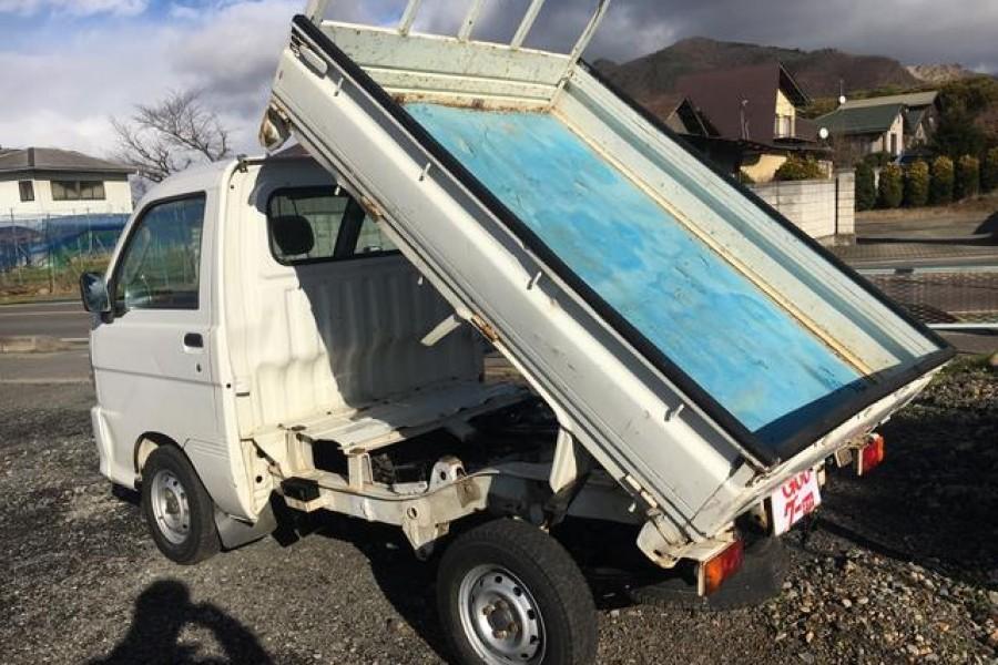 4x4 daihatsu hijet mini truck is it worth the investment. Black Bedroom Furniture Sets. Home Design Ideas