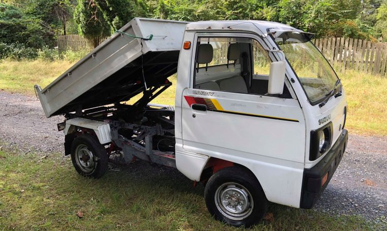 Japanese Mini Trucks are available in flatbed as well as dump bed.
