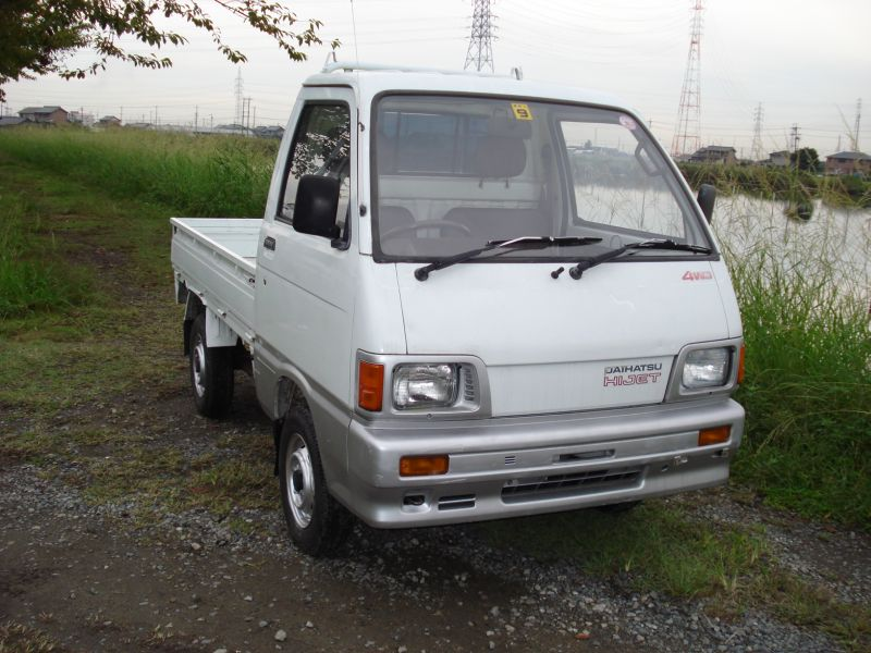 Early Generations of the Daihatsu Hijet Mini Trucks were boxier. This shows a late 80s which changed some o f the features.
